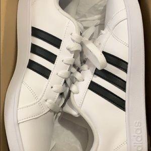 New Adidas , 6Y (kids sized)
